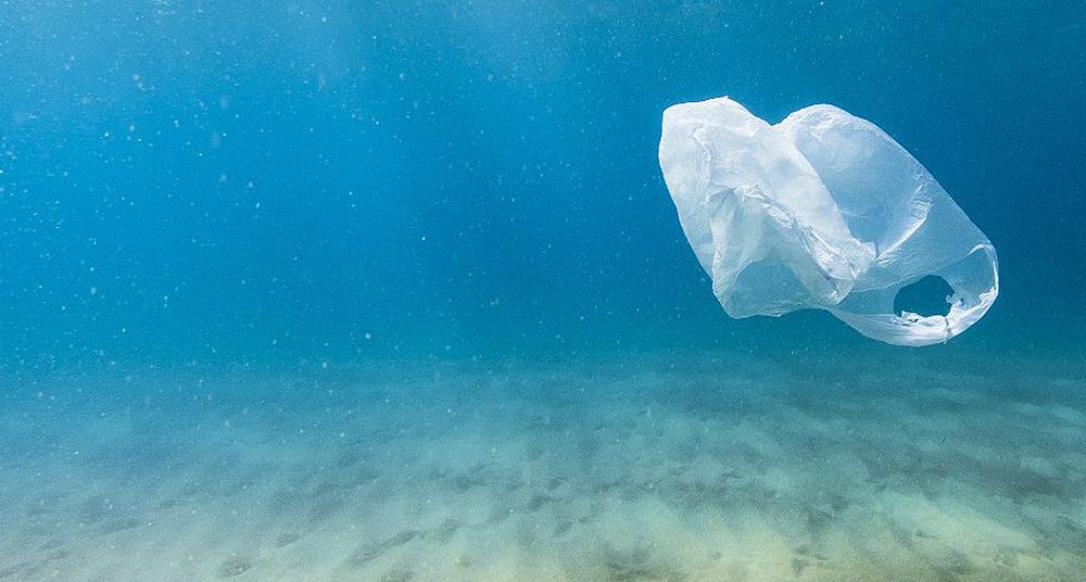 Ecuador prohíbe plásticos de un solo uso