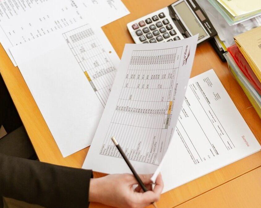 Ingresos gravados del empleado y las exenciones